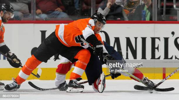 Valtteri Filppula of the Philadelphia Flyers battles for the puck on a faceoff against the Florida Panthers on October 17 2017 at the Wells Fargo...
