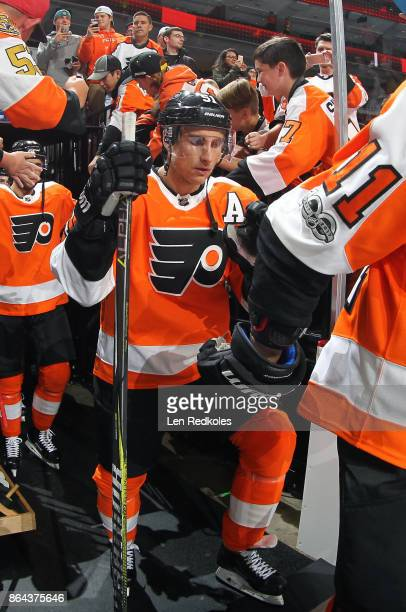 Valtteri Filppula of the Philadelphia Flyers enters the ice surface for warmups against the Florida Panthers on October 17 2017 at the Wells Fargo...