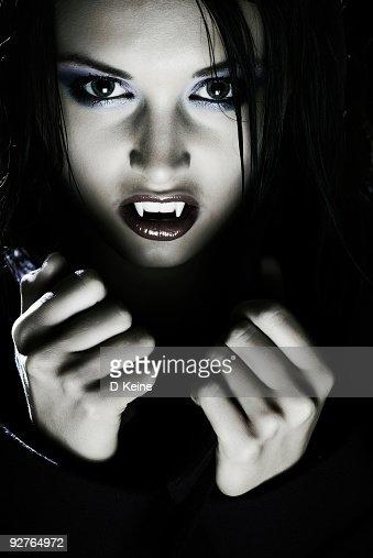 vampires biting people - photo #38
