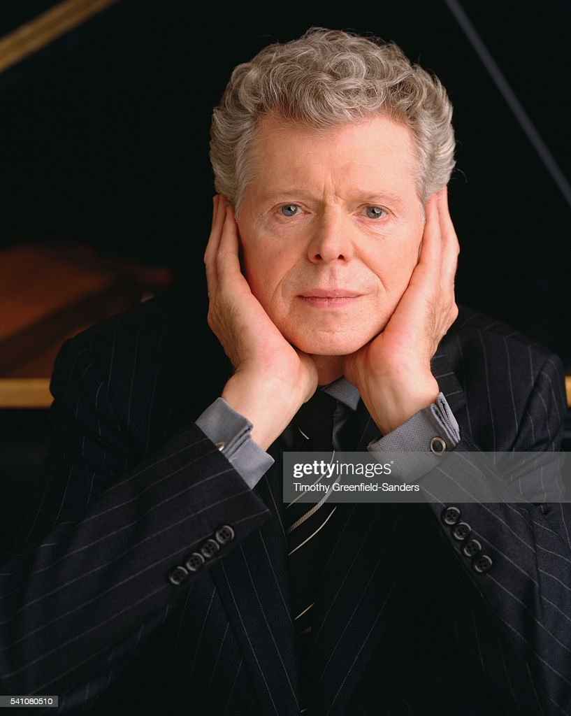 <a gi-track='captionPersonalityLinkClicked' href=/galleries/search?phrase=Van+Cliburn&family=editorial&specificpeople=94186 ng-click='$event.stopPropagation()'>Van Cliburn</a>