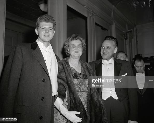 Van Cliburn the American pianist is shown here with his mother Mrs Rildia O'Bryan and Russian conductor Mr Kirill Knodrchin