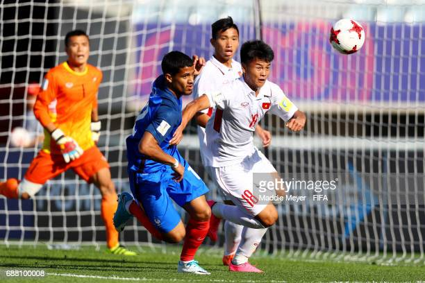 Van Hao Duong of Vietnam and Ludovic Blas of France battle for control of the ball during the FIFA U20 World Cup Korea Republic 2017 group E match...