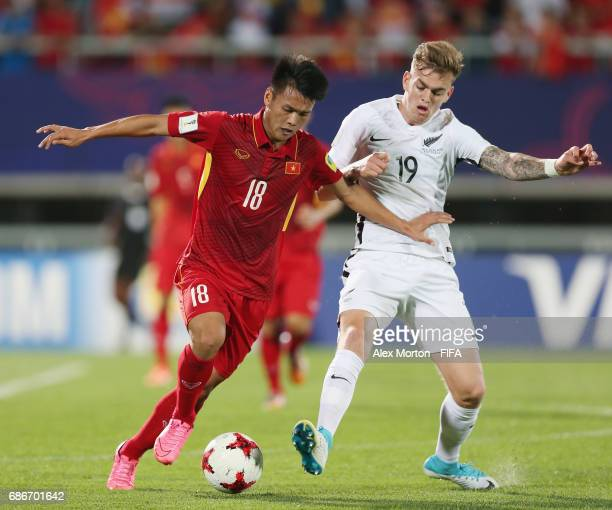 Van Hao Duong of Vietnam and Myer Bevan of New Zealand during the FIFA U20 World Cup Korea Republic 2017 group E match between Vietnam and New...