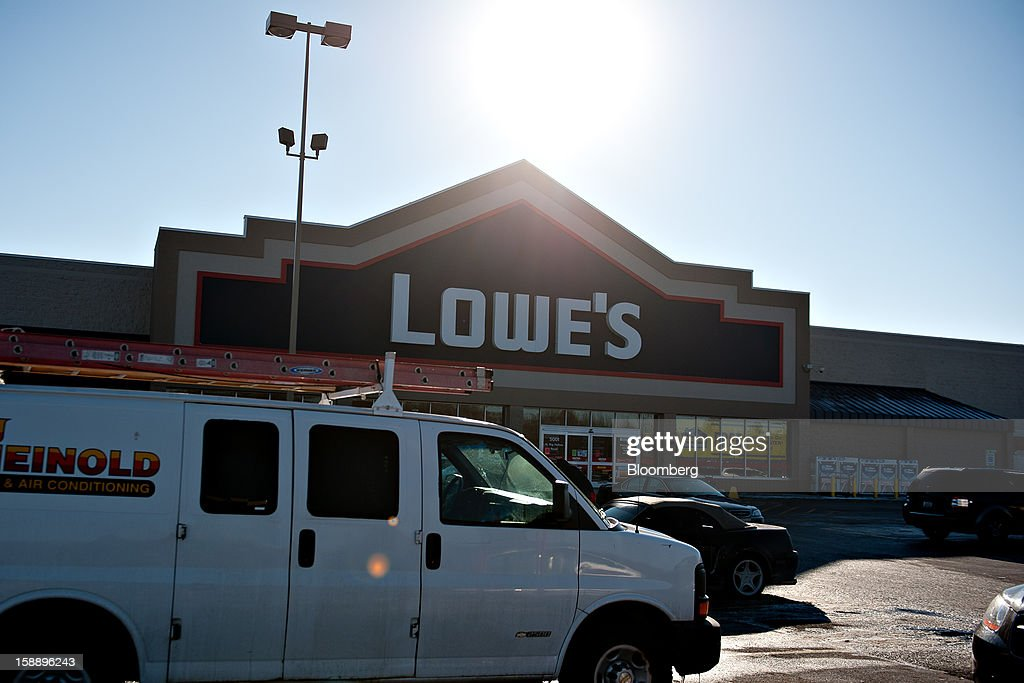A van sits outside a Lowe's Cos. store in Peoria, Illinois, U.S., on Wednesday, Jan. 2, 2013. The International Council of Shopping Centers is scheduled to release U.S. chain store sales data on Jan. 3. Photographer: Daniel Acker/Bloomberg via Getty Images