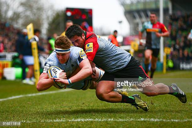 GJ van Velze of Worcester avoids a tackle from Ben Botica of Harlequins to touch down a try during the Aviva Premiership match between Harlequins and...