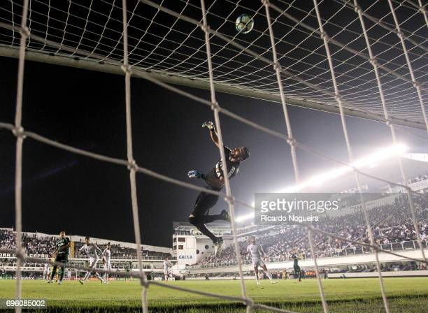 Vanderlei of Santos in action during a match between Santos and Palmeiras as a part of Campeonato Brasileiro 2017 at Vila Belmiro Stadium on June 14...
