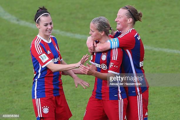 Vanessa Buerki of Muenchen celebrates scoring the 2nd team goal with her team mates Melanie Behringer and Viktoria Schnaderbeck during the Allianz...
