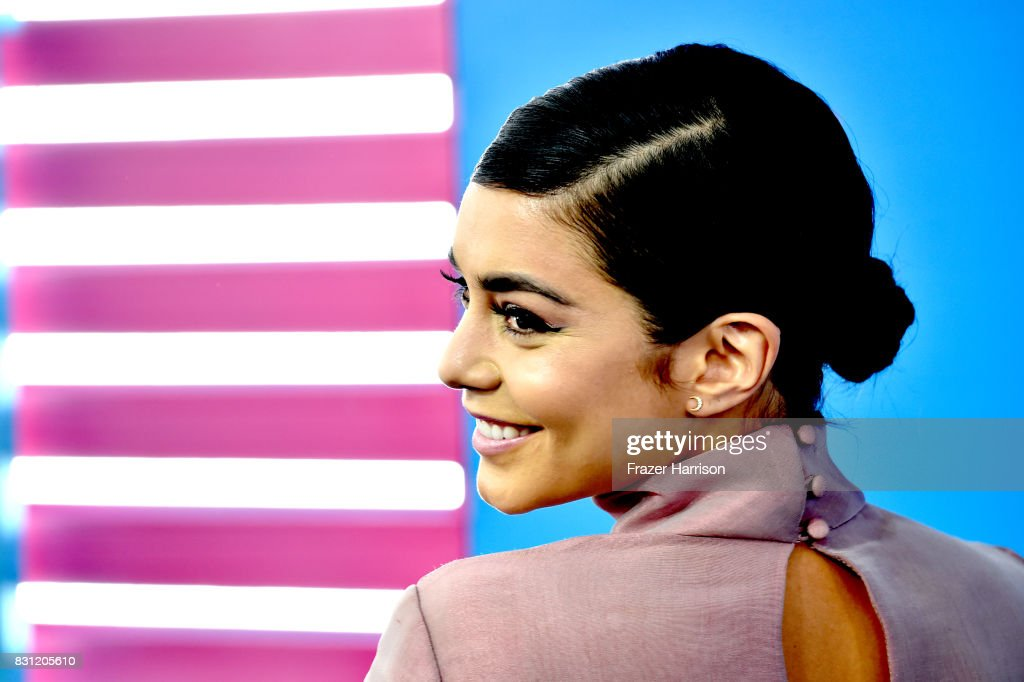 Vanessa Hudgens arrives at the Teen Choice Awards 2017 at Galen Center on August 13, 2017 in Los Angeles, California.