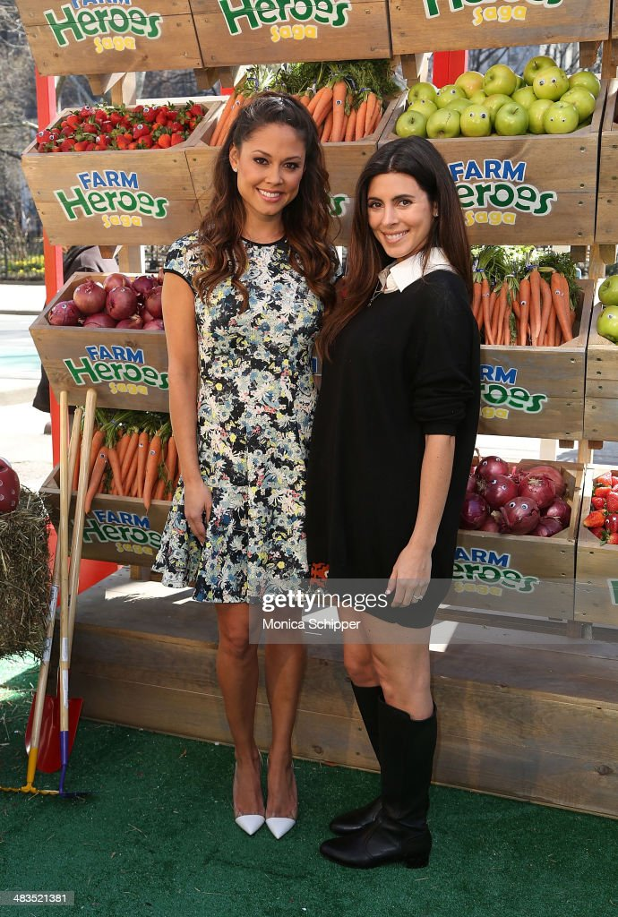 Vanessa Lachey (L) and Jamie Lynn Sigler attend Farm Heroes Saga's Urban Farm Experience at Flatiron Pedestrian Plaza on April 9, 2014 in New York City.