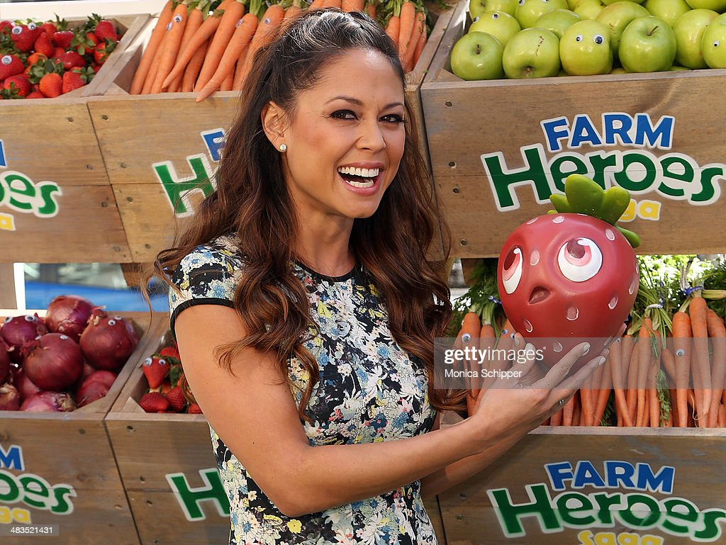 Vanessa Lachey attends Farm Heroes Saga's Urban Farm Experience at Flatiron Pedestrian Plaza on April 9, 2014 in New York City.