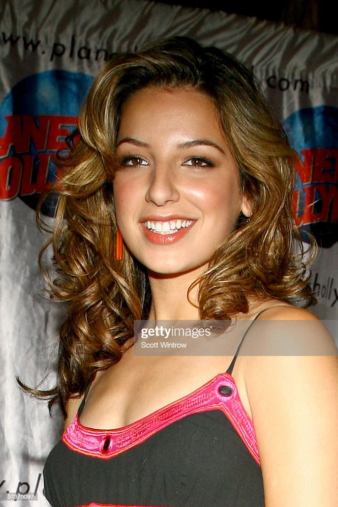 Vanessa Lengies, Height, Weight, Bra Size, Age, Measurements ...