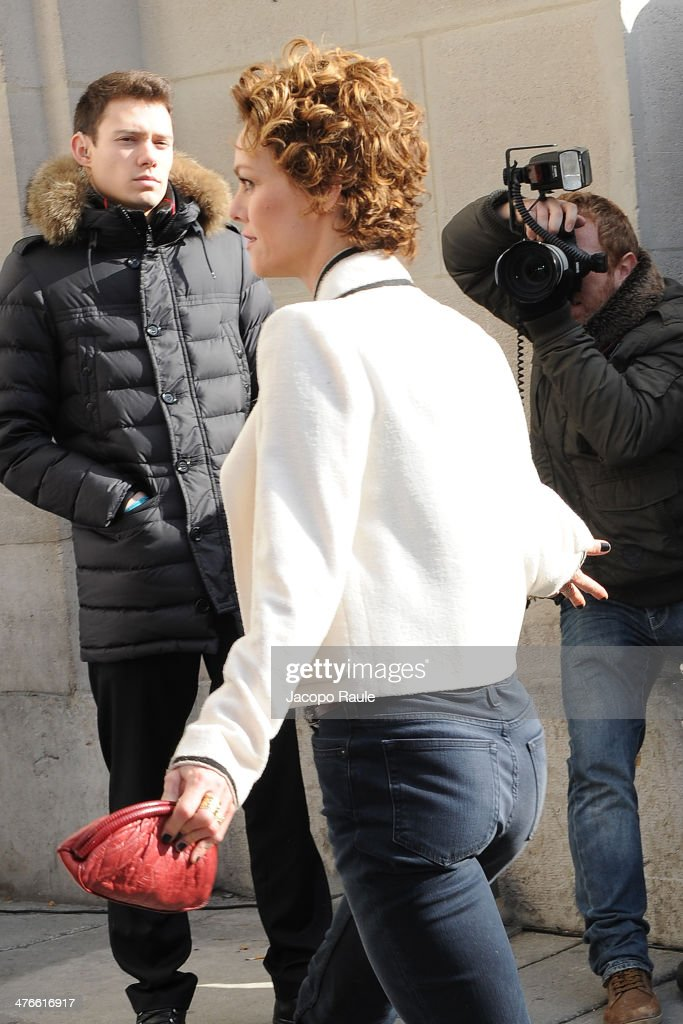 Vanessa Paradis arrives at Chanel 2014/2015 Autumn/Winter ready-to-wear collection fashion show on March 4, 2014 in Paris, France.