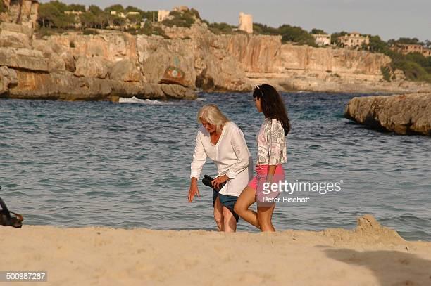 Vanessa Redgrave Stephanie Stumph Dreharbeiten zum 2teiligen ZDFFilm 'Die Muschelsucher' Cala dœOr Mallorca Spanien Europa PNr 1254/2005 Urlaub Meer...