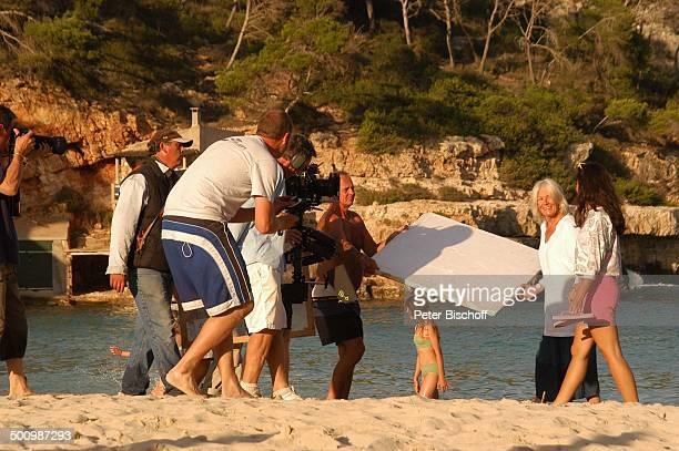 Vanessa Redgrave Stephanie Stumph FilmCrew Dreharbeiten zum 2teiligen ZDFFilm 'Die Muschelsucher' Cala dœOr Mallorca Spanien Europa PNr 1254/2005...