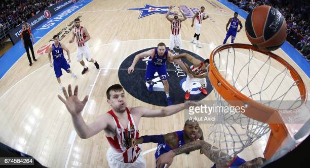 Vangelis Mantzaris #17 of Olympiacos Piraeus in action during the 2016/2017 Turkish Airlines EuroLeague Playoffs leg 4 game between Anadolu Efes...