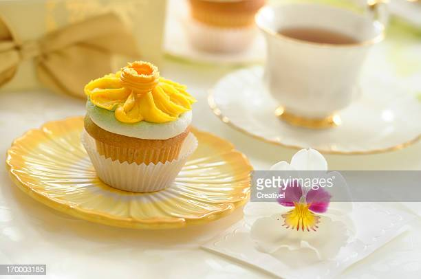 Vanilla Cupcake decorated with buttercream icing yellow daisy flower icing