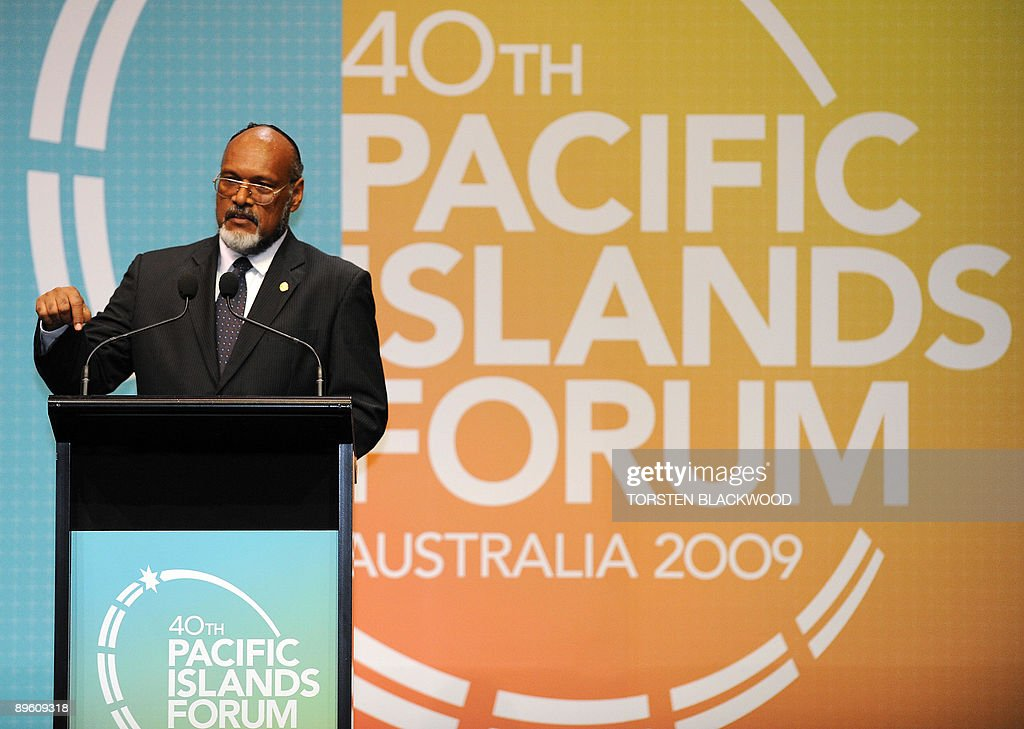 Vanuatu Prime Minister Edward Nipake Natapei speaks on the devastating effects rising sea levels are having on his country during the 40th Pacific Islands Forum (PIF) summit in Cairns on August 5, 2009. Forum countries are among the most vulnerable in the world to the impact of climate change, especially atoll archipelagos such as Tuvalu, Kiribati and the Marshall Islands where the highest ground is only a few metres above sea level. AFP PHOTO/Torsten BLACKWOOD