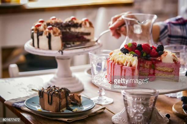 Variation de Berry Layer Cake, gâteau au chocolat et gâteau forêt noire