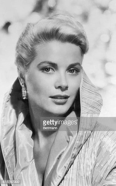 Variety Says She'll Win New York New York Grace Kelly will win an Oscar as best actress of the year for her performance as the wife of a brokendown...