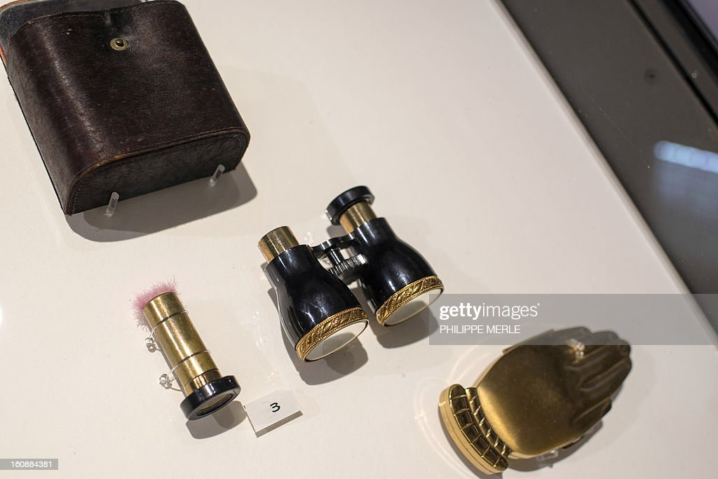 Various cosmectics and accessories are displayed on February 7, 2013 at the Gadagne Museum in the central french city of Lyon. After Hong Kong, Lyon opened on February 7 an exhibition of more than 200 rare pieces of beauty and makeup products: from 17th century boxes of beauty spots and whitening powders to sophisticated contemporary blush boxes, reflecting the evolution of women's makeup. AFP PHOTO / PHILIPPE MERLE