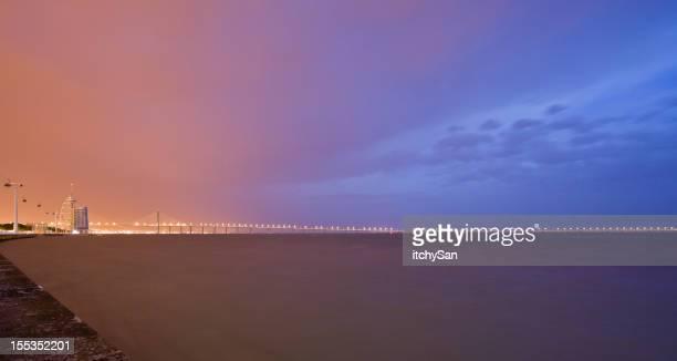 Ponte Vasco da Gama à noite