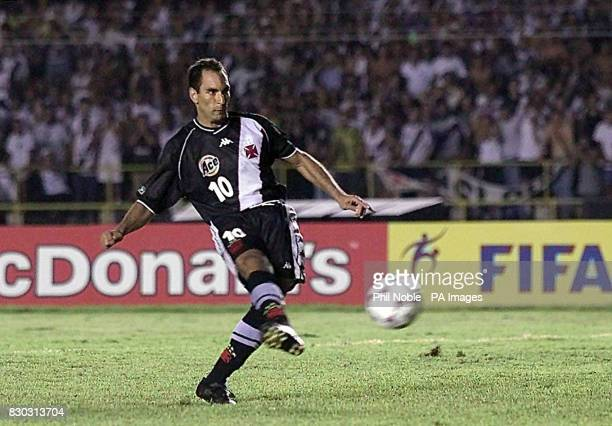 Vasco Da Gama's striker Edmundo fires his penalty wide to seal victory for Corinthians during their FIFA World Club Championships final football...