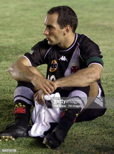 Vasco Da Gama's striker Edmundo looks dejected after missing the penalty to seal victory for Corinthians during their FIFA World Club Championships...