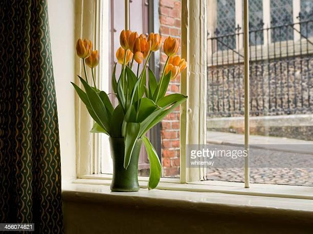 Tulipes dans un Vase de windowsill