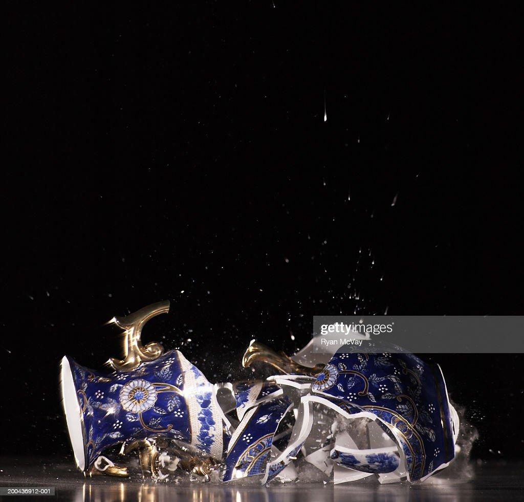 Vase shattering : Stock Photo
