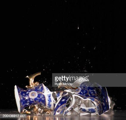 Vase shattering : Foto de stock