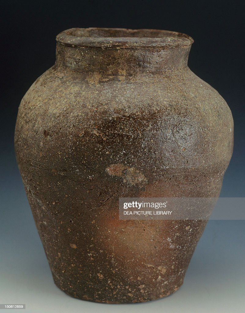 Vase with straight neck and small rim produced in Tokoname 17th century ceramic stoneware height 18 cm Japanese civilization Edo period