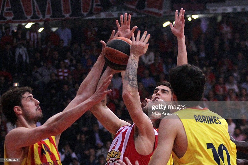 Vassilis Spanoulis, #7 of Olympiacos Piraeus competes with Ante Tomic, #44 of FC Barcelona during the 2014-2015 Turkish Airlines Euroleague Basketball Play Off Game 3 between Olympiacos Piraeus v FC Barcelona at Peace and Friendship Stadium on April 21, 2015 in Athens, Greece.