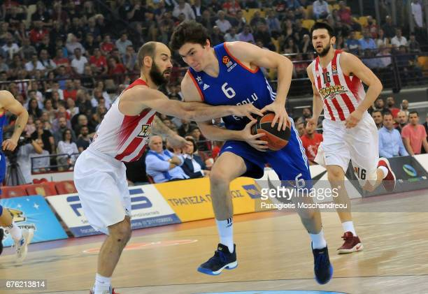 Vassilis Spanoulis #7 of Olympiacos Piraeus competes with Cedi Osman #6 of Anadolu Efes Istanbul during the 2016/2017 Turkish Airlines EuroLeague...