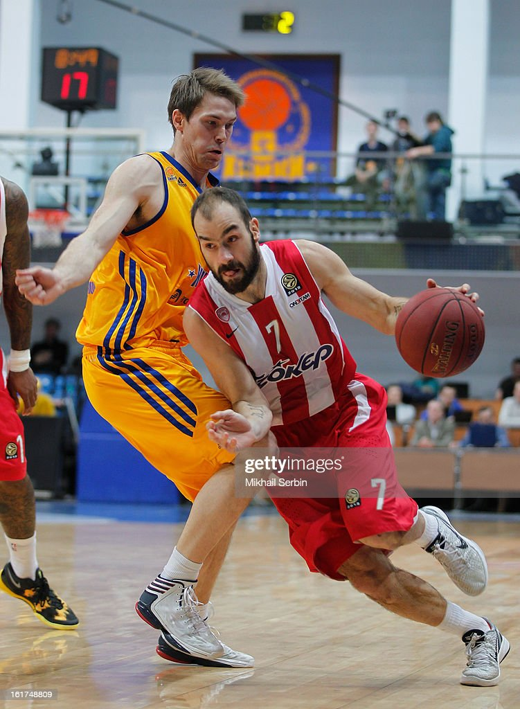 <a gi-track='captionPersonalityLinkClicked' href=/galleries/search?phrase=Vassilis+Spanoulis&family=editorial&specificpeople=704857 ng-click='$event.stopPropagation()'>Vassilis Spanoulis</a>, #7 of Olympiacos Piraeus competes with Petteri Koponen, #8 of BC Khimki Moscow Region during the 2012-2013 Turkish Airlines Euroleague Top 16 Date 7 between BC Khimki Moscow Region v Olympiacos Piraeus at Basketball Center of Moscow on February 15, 2013 in Moscow, Russia.