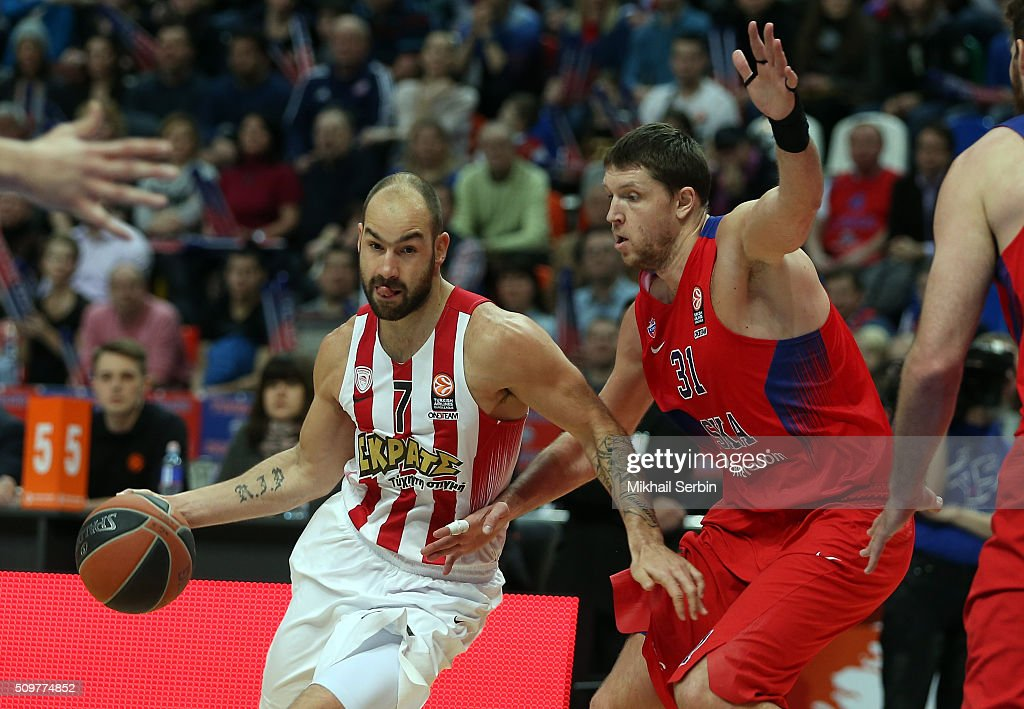 Vassilis Spanoulis #7 of Olympiacos Piraeus competes with Victor Khryapa #31 of CSKA Moscow in action during the Turkish Airlines Euroleague...