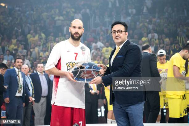Vassilis Spanoulis #7 of Olympiacos Piraeus during the 2017 Final Four Istanbul Turkish Airlines EuroLeague Champion Trophy Ceremony at Sinan Erdem...