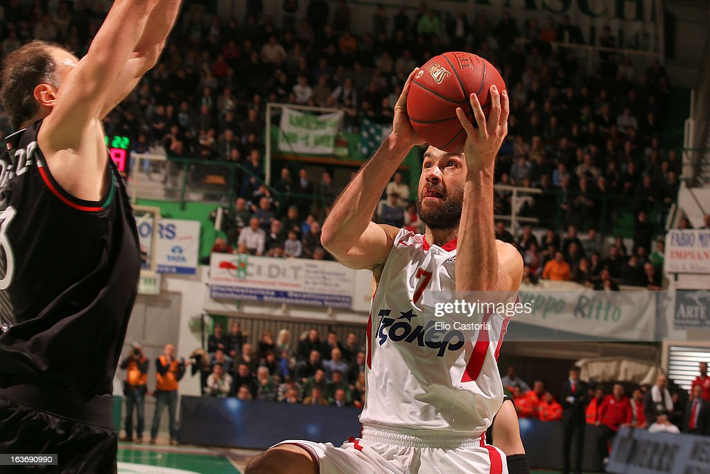 <a gi-track='captionPersonalityLinkClicked' href=/galleries/search?phrase=Vassilis+Spanoulis&family=editorial&specificpeople=704857 ng-click='$event.stopPropagation()'>Vassilis Spanoulis</a>, #7 of Olympiacos Piraeus in action during the 2012-2013 Turkish Airlines Euroleague Top 16 Date 11 between Montepaschi Siena v Olympiacos Piraeus at Palaestra on March 14, 2013 in Siena, Italy.