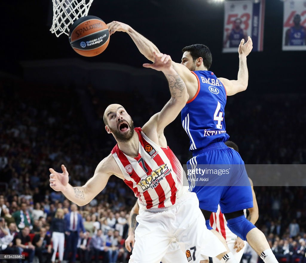 Anadolu Efes Istanbul v Olympiacos Piraeus - Turkish Airlines Euroleague Play Off Leg Three