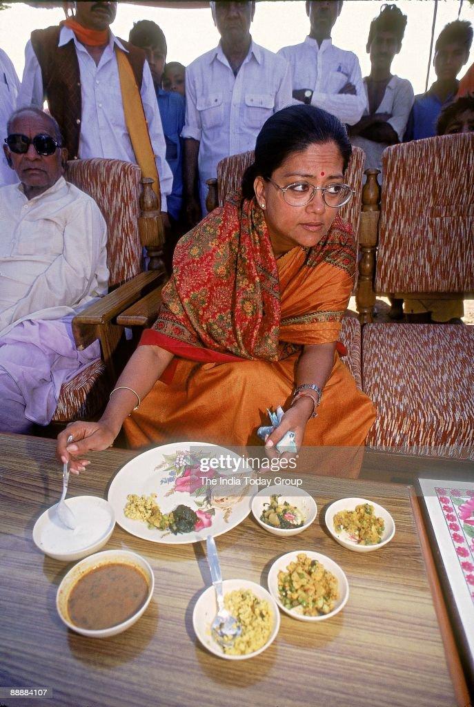 Vasundhara Raje Scindia Chief Minister of Rajasthan eating food