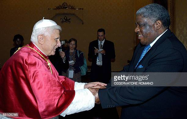 Pope Benedict XVI greets Zambian president Levy Patrick Mwanawasa during their meeting at the Vatican 20 June 2005 AFP PHOTO/ POOL / OSSERVATORE...