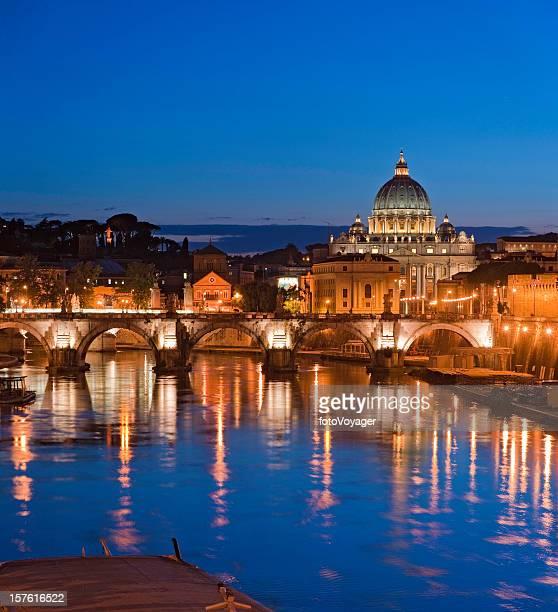 Basilica di San Pietro Vaticano Ponte Sant'Angelo Fiume Tevere a Roma, Italia