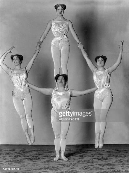 female acrobats of the Athletas group performing a human pyramid date unknown probably around 1907