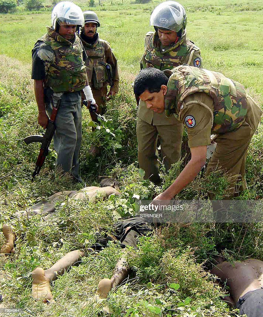Vavuniya Sri Lanka  city photos : vavuniya sri lanka sri lankan troops look at the bulletriddled bodies ...