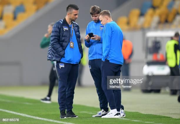 Vedad Ibisevic Hertha TV adviser Andreas Schiesser and Ondrej Duda of Hertha BSC before the Europa League group J game between Zorya Luhansk against...