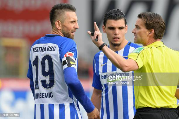 Vedad Ibisevic Karim Rekik of Hertha BSC and Referee Guido Winkmann during the game between SC Freiburg and Hertha BSC on October 22 2017 in Freiburg...