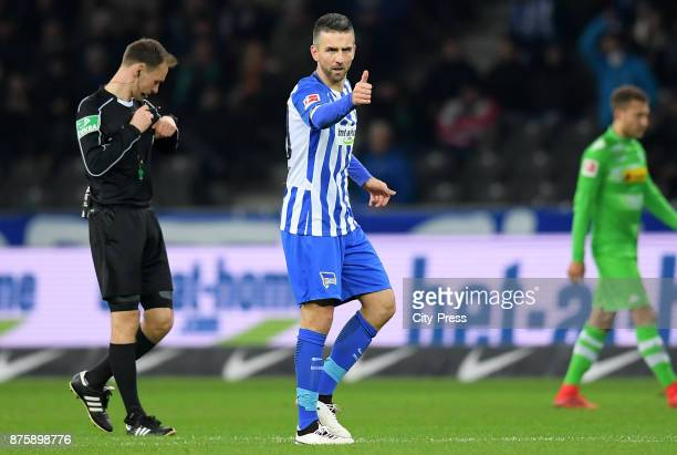 Vedad Ibisevic of Hertha BSC celebrates after scoring the 13 during the game between Hertha BSC and Borussia Moecnhengladbach on november 18 2017 in...