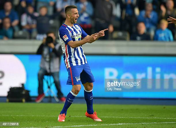 Vedad Ibisevic of Hertha BSC celebrates after scoring the 30 during the Bundesliga match between Hertha BSC and Hamburger SV on October 3 2015 in...