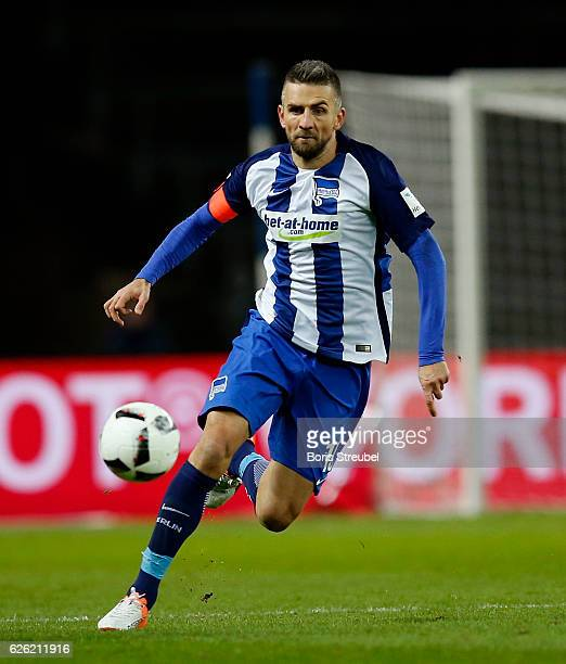 Vedad Ibisevic of Hertha BSC runs with the ball during the Bundesliga match between Hertha BSC and 1 FSV Mainz 05 at Olympiastadion on November 27...