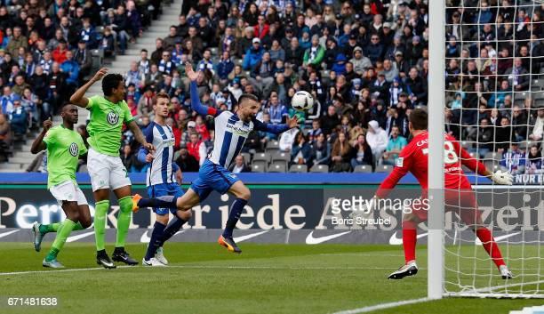 Vedad Ibisevic of Hertha BSC tries to score against goalkeeper Koen Casteels of VfL Wolfsburg during the Bundesliga match between Hertha BSC and VfL...