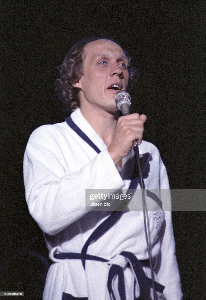 Veen Herman van Singer Entertainer Musician The Netherlands performance at Kuppelsaal in Hanover Germany